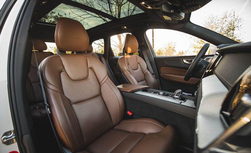 Салон Volvo XC60 2019