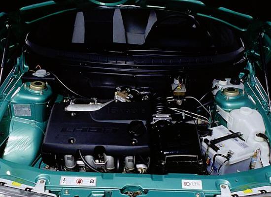 по капотом Lada 2112