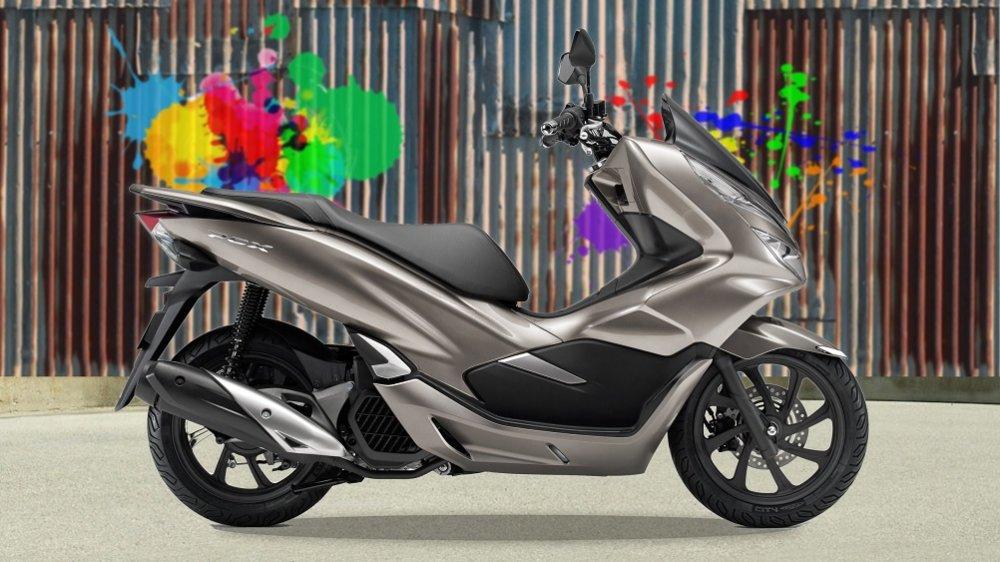 Очень популярный в России скутер Honda PCX150