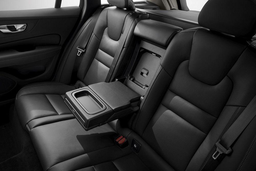 Салон Volvo V60 2019