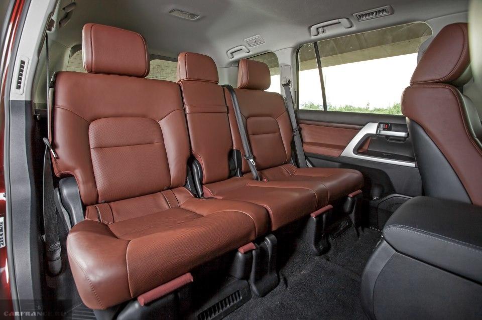 Пассажирские сидения в автомобиле Тойота Ленд Крузер 200 2019 года