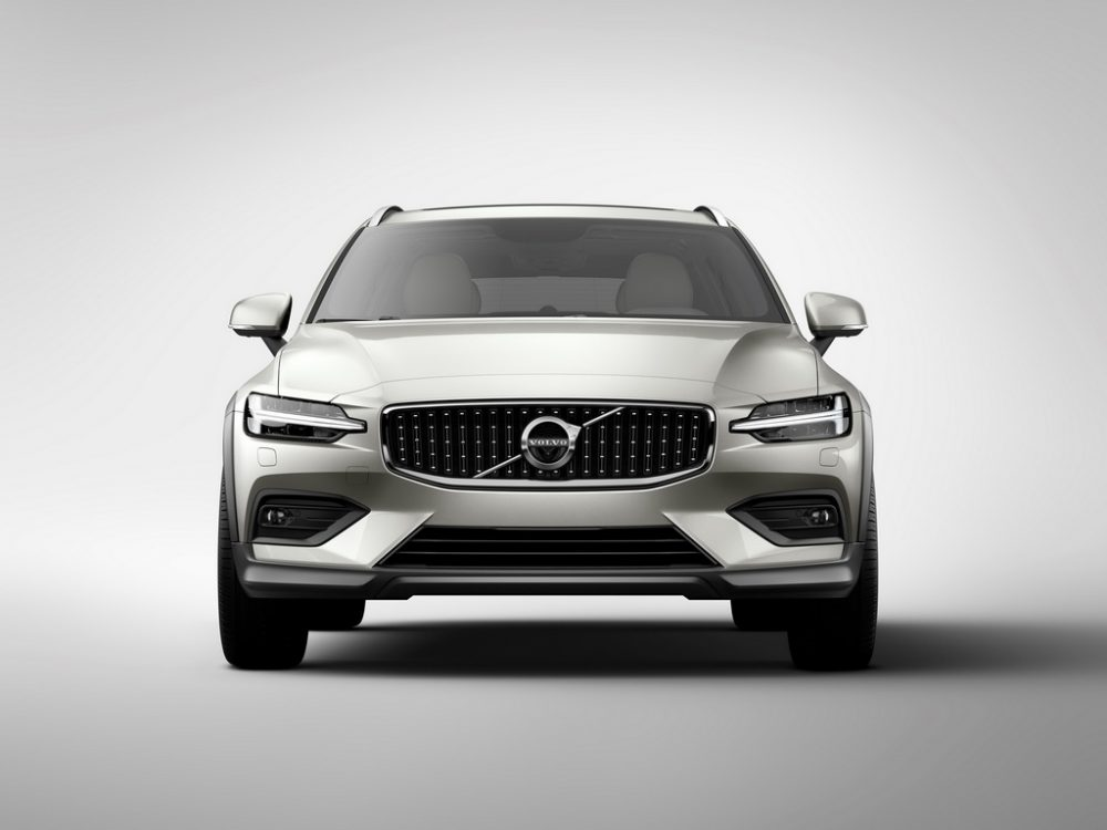 Volvo V60 Cross Country вид спереди