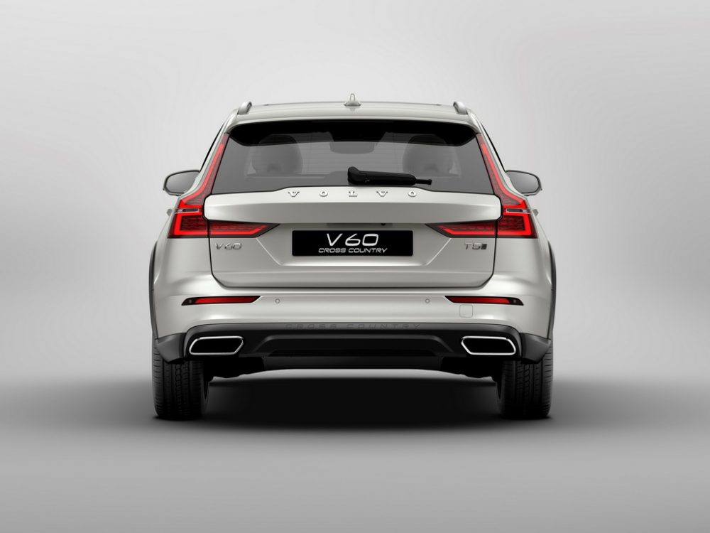 Volvo V60 Cross Country вид сзади