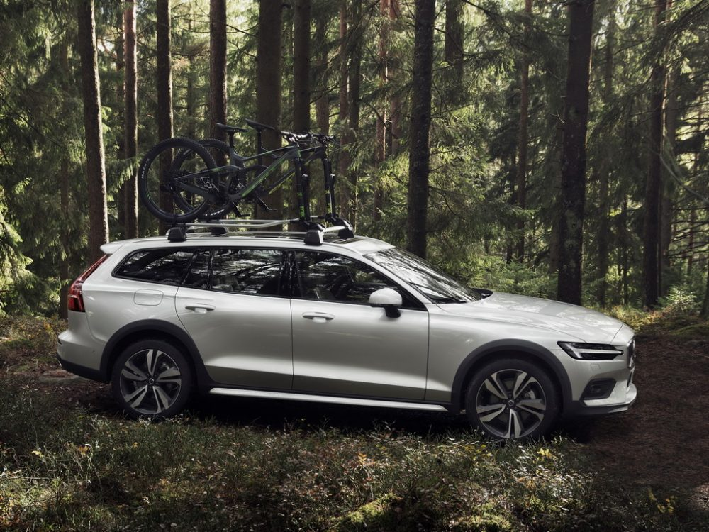 Фото Volvo V60 Cross Country 2019-2020 внешний дизайн
